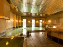 【温泉大浴場】湯畑の源泉を引くお風呂をお楽しみください。(画像は男性浴場です)