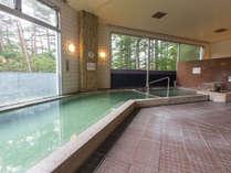 【万代鉱源泉を引く温泉浴場】テルメテルメの館内にあり、性度が強く、湯量も豊富な源泉です。