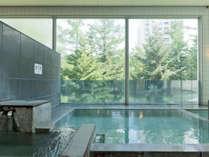【万代鉱源泉を引く温泉浴場】テルメテルメの館内にございます。※画像は男性浴場。