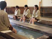 【時間湯の湯もみ体験の後は・・・】足湯や入浴ををお楽しみ頂けます。