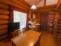 【別棟ログハウスキッチン】各お部屋にキッチンを完備しています。(6108号室一例)