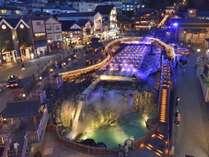 【夜のライトアップ】湯畑の夜は、温泉街のライトアップをお楽しみください。(草津観光協会提供)