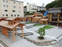 【湯路広場】湯畑から程近くには、湯路広場があります。