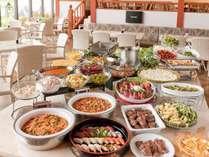 【人気のバイキング】みんなで好きな料理を食べよう♪食べ放題バイキング