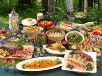 「森と生きる」和洋中50種類の食べ放題バイキングをお召し上がりください(イメージ)