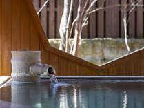 自然の音に耳を澄ませ、 四季を感じることのできる露天風呂をお愉しみください。