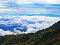 雲海-乗鞍岳からの雲海。紅葉の乗鞍岳と南中央アルプス。