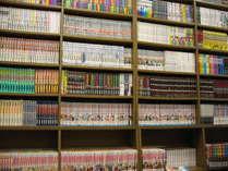 館内MINI図書館、コミックなど9.000冊を取り揃えております。≪お部屋持込OK≫