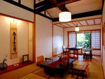 【温泉内湯付き客室】吉祥の間 和室10帖+ダイニング 太い梁のかかる高い天井が特徴的な、古民家風