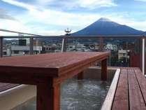 富士山展望足湯「癒楽」からの風景♪運が良ければ富士山とともにほっこり♪