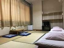 和室7.5畳のお部屋です。2名様または3名様にてご利用いただける喫煙可能なお部屋です。