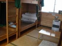 二段ベッドが2つあり畳4畳の 湖が見える部屋