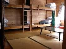 二段ベッドが2つあり畳10畳の 湖が見える部屋