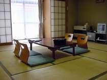 ご家族、小グループで集える趣のある12畳の和室
