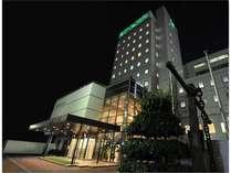 ホテル外観(緑のネオンが目印)