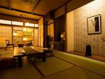【巻柏の間】クラシックな佇まいの和室10畳に2畳の広縁がついたお部屋です。