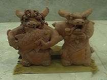 沖縄の守り神 シーサーたちもお出迎え。ロビーにはいろいろなおもしろいシーサーが飾られています♪