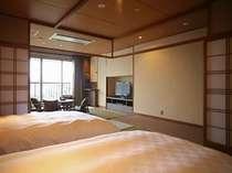 【和みフロア】和洋室D。窓側には心和む畳のリビングが