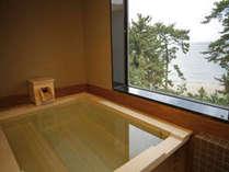 【和みフロア】展望桧風呂付特別室B、大浜を眺める展望檜風呂