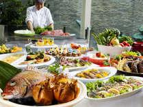 期間限定の和洋ディナーバイキング。鯛の宝楽焼や海鮮お造り、淡路牛などが食べ放題でファミリーに大人気
