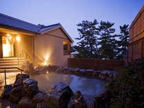 大浜海岸の美しい松林を望む離れスパ「海音の森」、自然に囲まれ潮騒を聴きながら湯浴みを愉しめる露天風呂