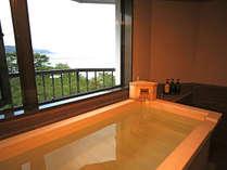 【和みフロア】展望檜風呂付特別室A~大浜海岸を望む展望桧風呂浴槽
