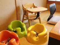 お食事の際に小さなお子様用の椅子もご用意しています。