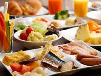 朝食は約40種類の和洋ブッフェで一日の元気をチャージ(朝食ブッフェイメージ)