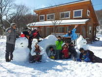 親子孫三世代で雪遊び