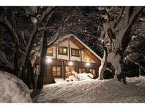 ロマンチックな冬の夜のだんだん村