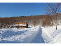 雪の中のログコテージⅡ