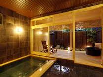【貸切風呂「一乃湯」】ゆとりある内湯のほか露天風呂も併設され、お湯はもちろん掛け流し!