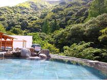 開放感のある大自然を満喫できる露天風呂「岩湯」