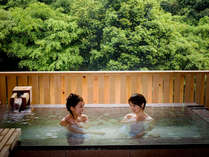 貸切露天温泉『石風呂』はバリアフリー仕様の浴槽です。