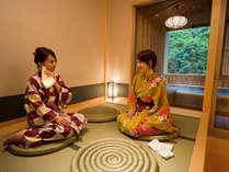 貸切露天温泉『檜風呂』趣のある畳の休憩スペースでお過ごしいただけます。