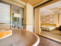 展望露天風呂付客室の洋室タイプの浴槽は陶器風呂です。