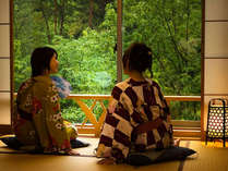 【露天風呂付客室-和洋室-】自然を見ながらごゆるりとお寛ぎいただけます。