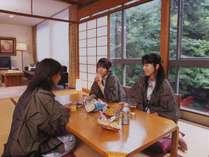 和室(2名様~最大7名様まで)ご友人やご家族と団らんを楽しめます。