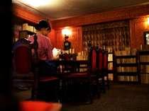 湯の山文庫で歴史ある書物をご覧下さいませ