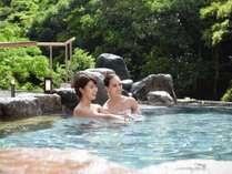【翠明の湯-岩湯-】四季折々の大自然を目の前に温泉を愉しめます。