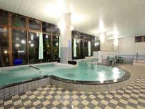 【大浴場】広々とした湯舟で、良質の天然温泉を心ゆくまで、ゆっくりとお楽しみ下さい。