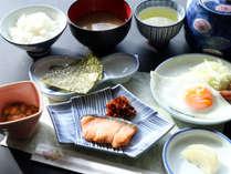 【朝食】朝食はシンプルですがしっかり元気を付けられますよ♪