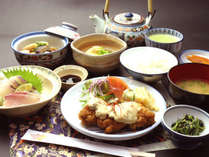 【夕食】家庭的な定食をご用意♪一日の疲れが飛んでいきますよ♪【GO TOトラベルキャンペーン】で35%OFF!!