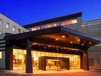 ホテル玄関夕景 ようこそ蓼科へ 蓼科湖畔に佇む当ホテルで自然を感じながら、ごゆっくりお過ごし下さい。