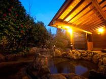 【貸切露天風呂】 星見スイッチを押すと灯りが消え、湯布院塚原高原の満点の星空を楽しめる。