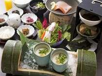 【朝食】手作りの豆腐や漬物など、体に優しい味わい。