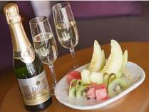 シャンパンとウエェルカムフルーツで、素敵な旅の予感♪