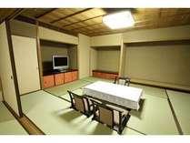 10畳+7.5畳のお部屋4名から6名様のご宿泊のお客様にオススメしております。