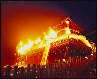 東大寺二月堂修二会のおたいまつ「写真:奈良市観光課」