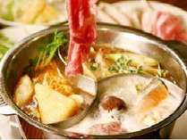 3種類のスープで味わえる人気の薬膳火鍋